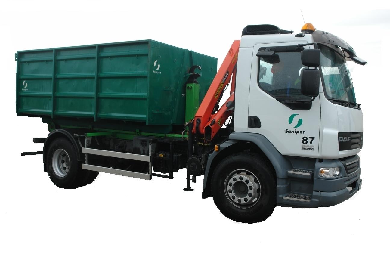 samochód do wywozu odpadów w kontenerach
